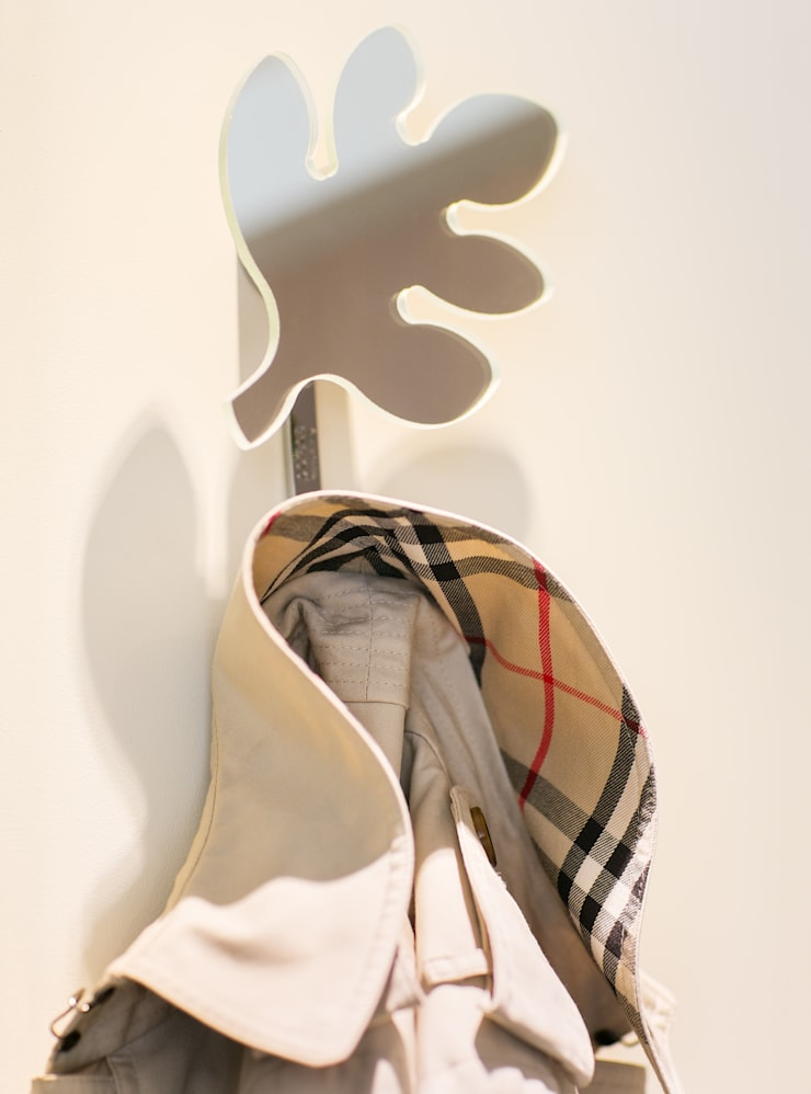 Anna Buczny PROJEKTOWANIE WNĘTRZ  Praktyczne dekoracje ścian: styl , w kategorii Garderoba zaprojektowany przez Anna Buczny PROJEKTOWANIE WNĘTRZ
