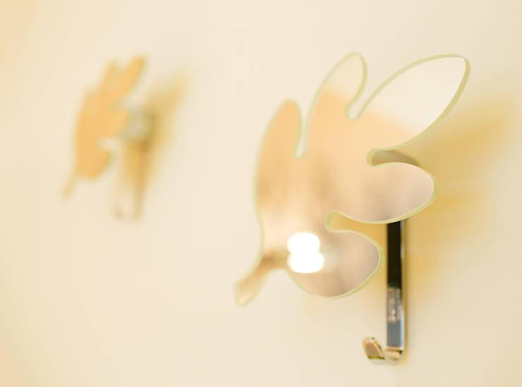 Anna Buczny PROJEKTOWANIE WNĘTRZ  Praktyczne dekoracje ścian: styl , w kategorii Sypialnia zaprojektowany przez Anna Buczny PROJEKTOWANIE WNĘTRZ