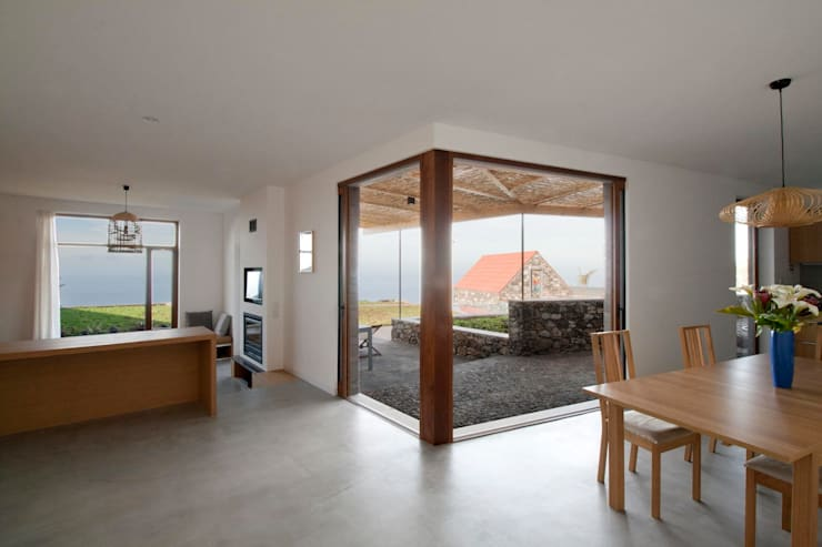 Turismo rural Casas da Vereda: Salas de jantar  por Mayer & Selders Arquitectura