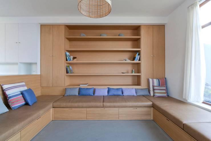 Turismo rural Casas da Vereda: Salas de estar  por Mayer & Selders Arquitectura