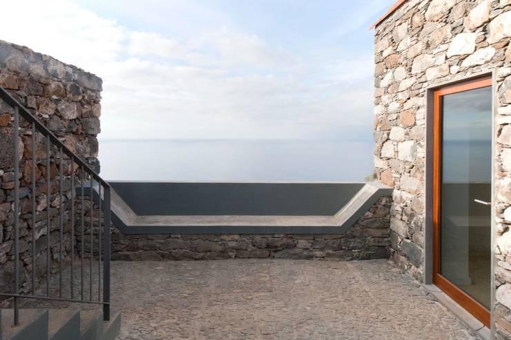 Turismo rural Casas da Vereda: Casas mediterrânicas por Mayer & Selders Arquitectura