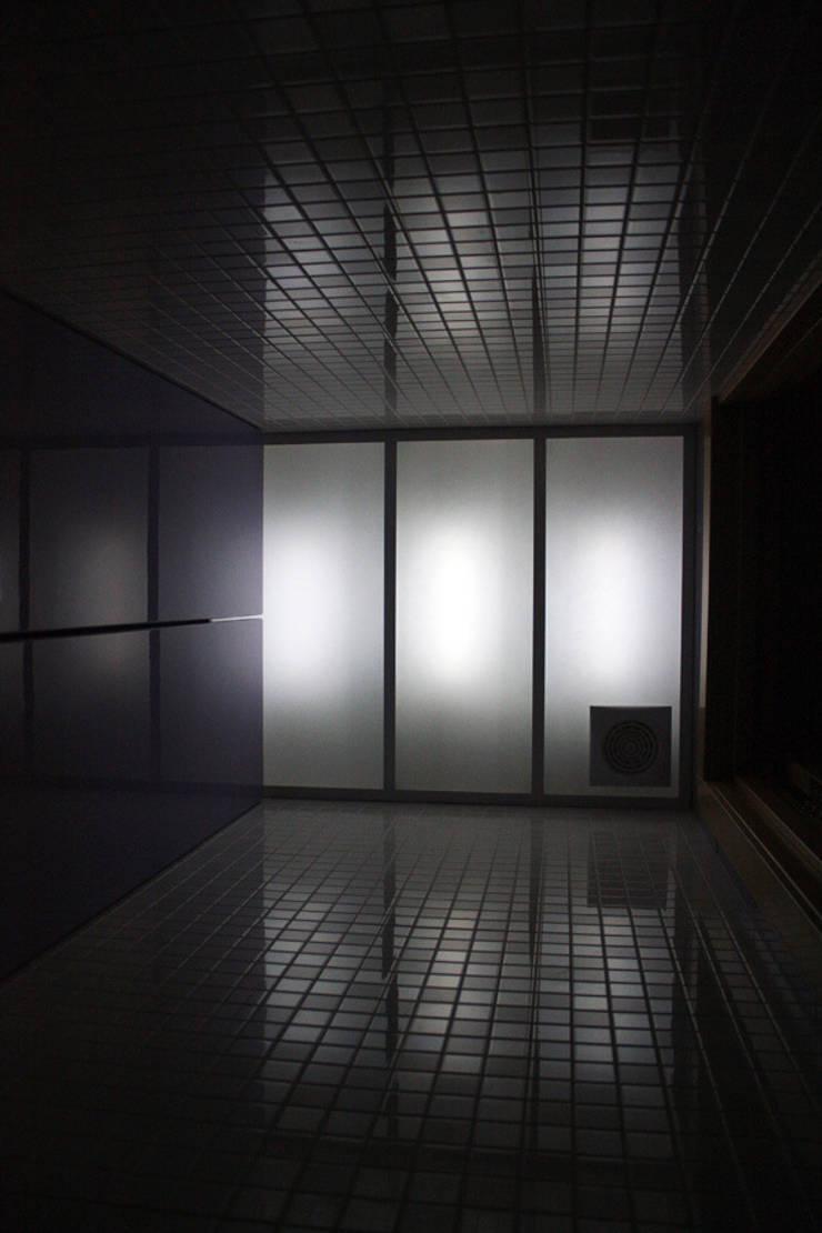 туалет: Ванная комната в . Автор – artemuma - архитектурное бюро,