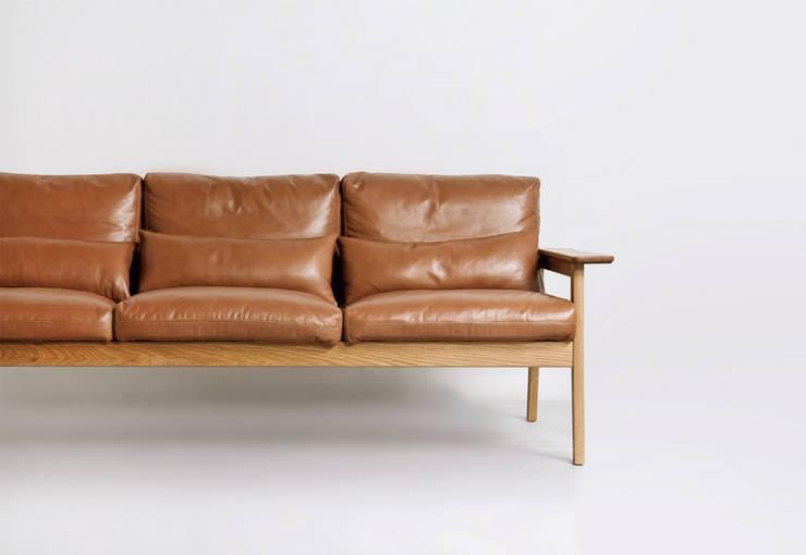 Sofa 3p: STANDARD.a의  거실
