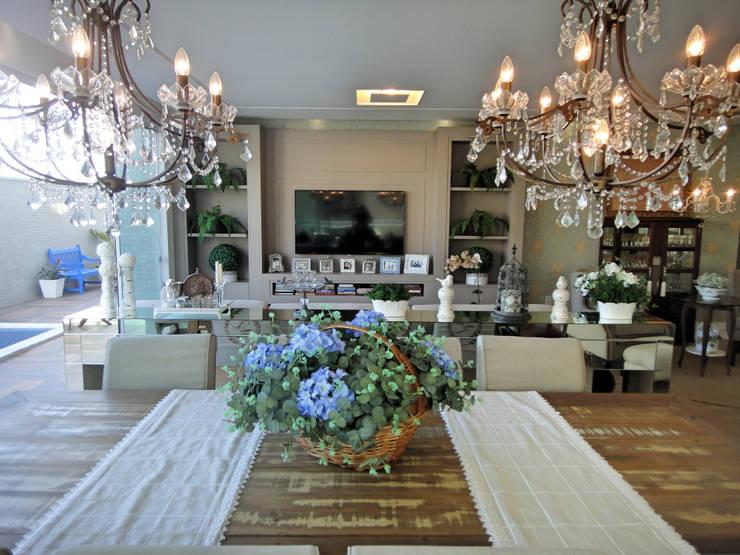 Dining room by Gabriela Herde Arquitetura & Design