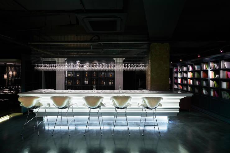 [DesigN m4]_상업공간 인테리어_CHARLES HOUSE: Design m4의  레스토랑