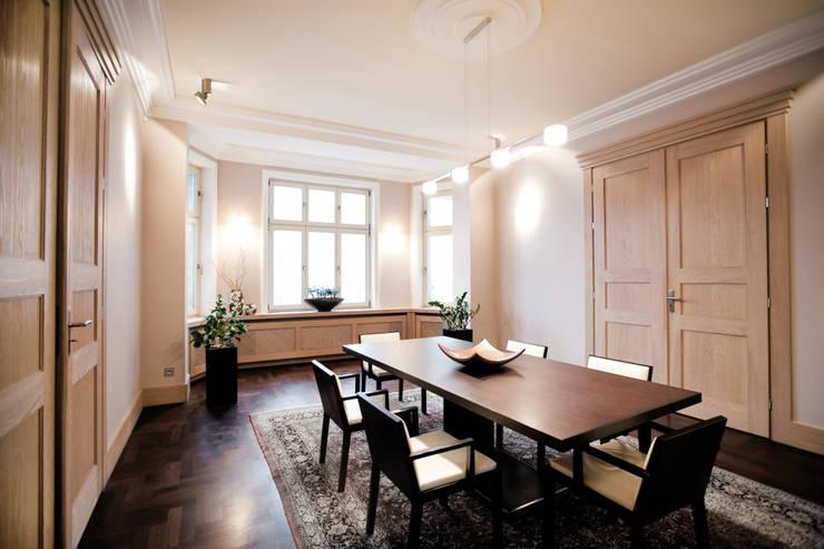 Sala de jantar  por Anna Buczny PROJEKTOWANIE WNĘTRZ