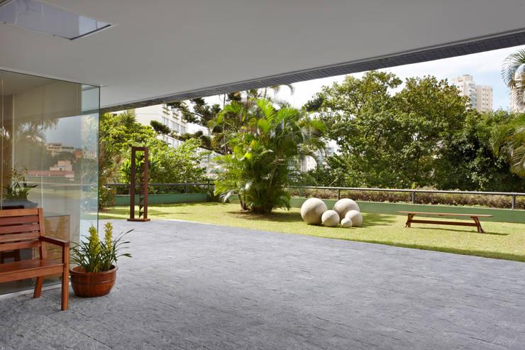Condomínio Alameda: Jardins  por Coutinho+Vilela