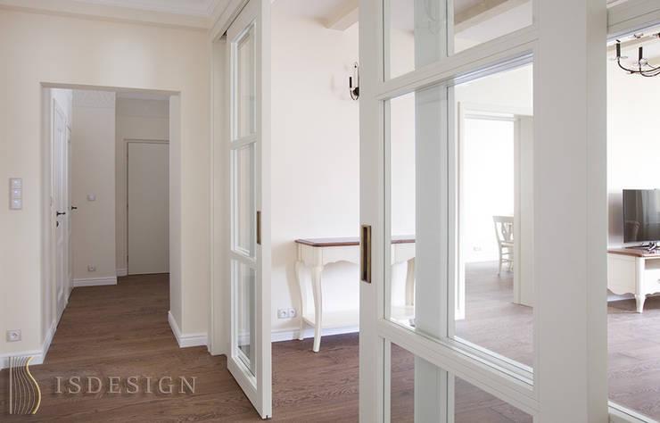 Раздвижная дверь в гостиную: Гостиная в . Автор – ISDesign group s.r.o.