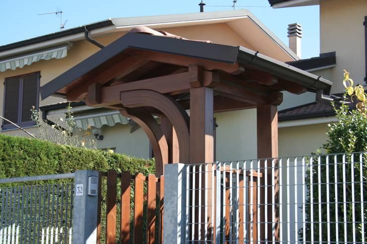 La casa vale di pi con i porticati in legno for Case legno senza permesso