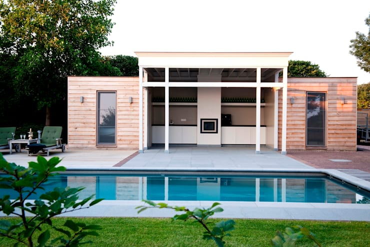 Poolhouses en eikenhouten bijgebouwen:  Zwembad door Vetrabo, Modern