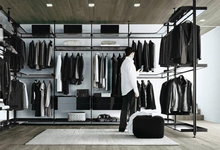 Zenit Walk In Wardrobe by Rimadesio:  Dressing room by Campbell Watson,