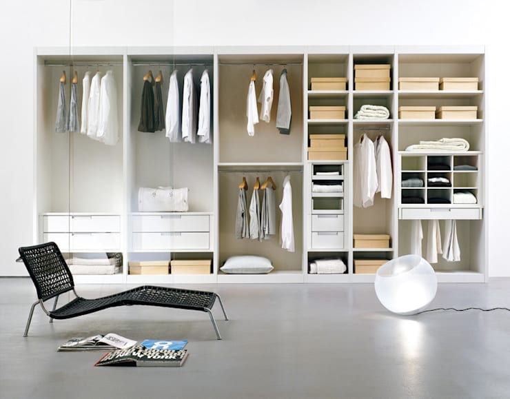 Atlante Walk In Wardrobe by EmmeBi:  Dressing room by Campbell Watson,