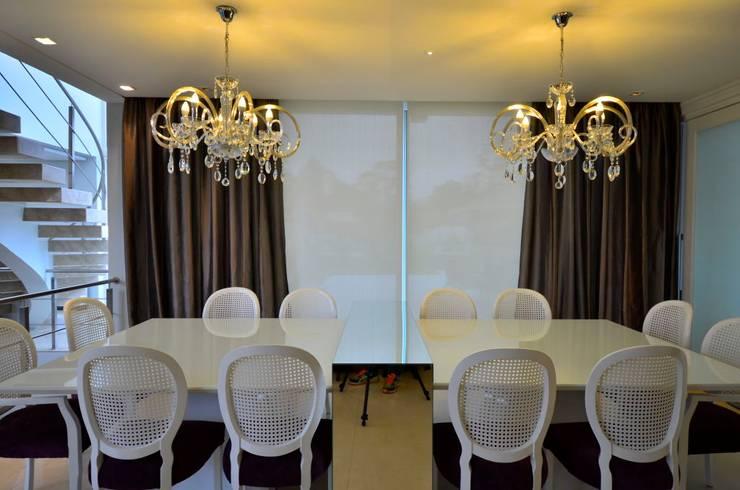 Residencia Unifamiliar: Salas de jantar  por Marcelo John Arquitetura e Interiores