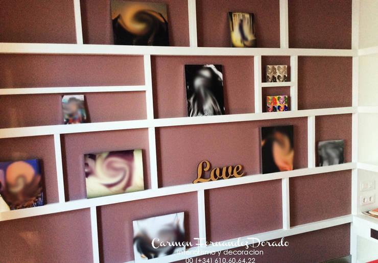 Panel para recuerdos y fotografias: Dormitorios de estilo  de Carmen Fernandez Interiorismo y Eventos