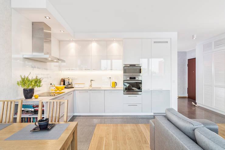 MIESZKANIE 74 M2: styl , w kategorii Kuchnia zaprojektowany przez KRAMKOWSKA|PRACOWNIA WNĘTRZ
