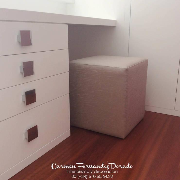 Tocador y despacho: Dormitorios de estilo  de Carmen Fernandez Interiorismo y Eventos