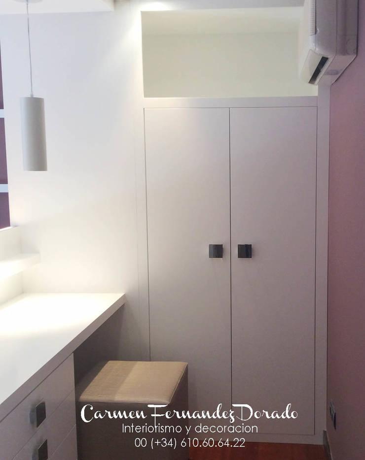 Armario: Dormitorios de estilo  de Carmen Fernandez Interiorismo y Eventos
