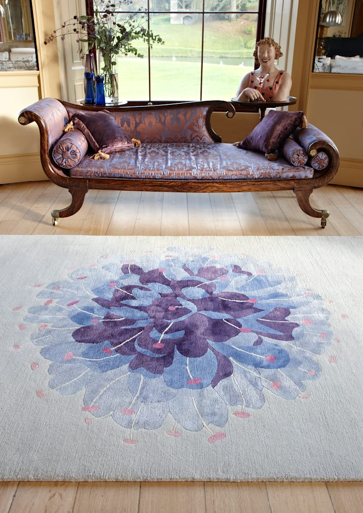 Deirdre Dyson DEVIL'S BIT SCABIOUS hand knotted wool and silk rug:  Living room by Deirdre Dyson LLP, Classic