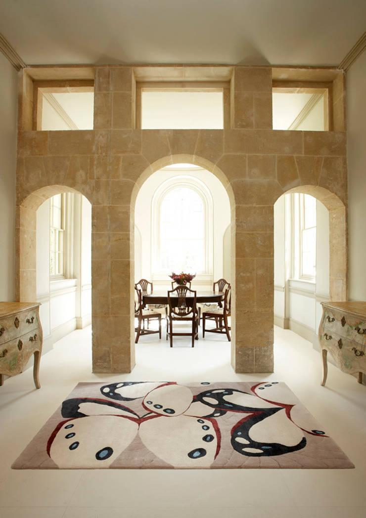 Deirdre Dyson BORBOLETA hand knotted wool and silk rug:  Dining room by Deirdre Dyson LLP, Classic