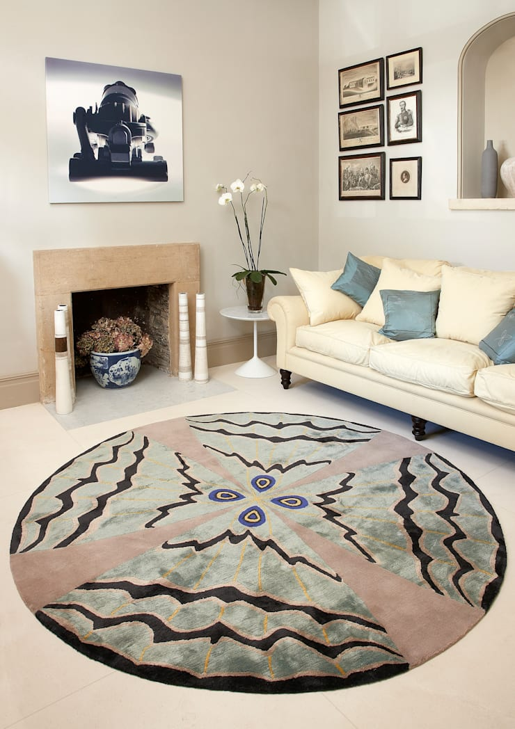 Deirdre Dyson PSYCHE hand knotted wool and silk rug:  Living room by Deirdre Dyson LLP, Modern