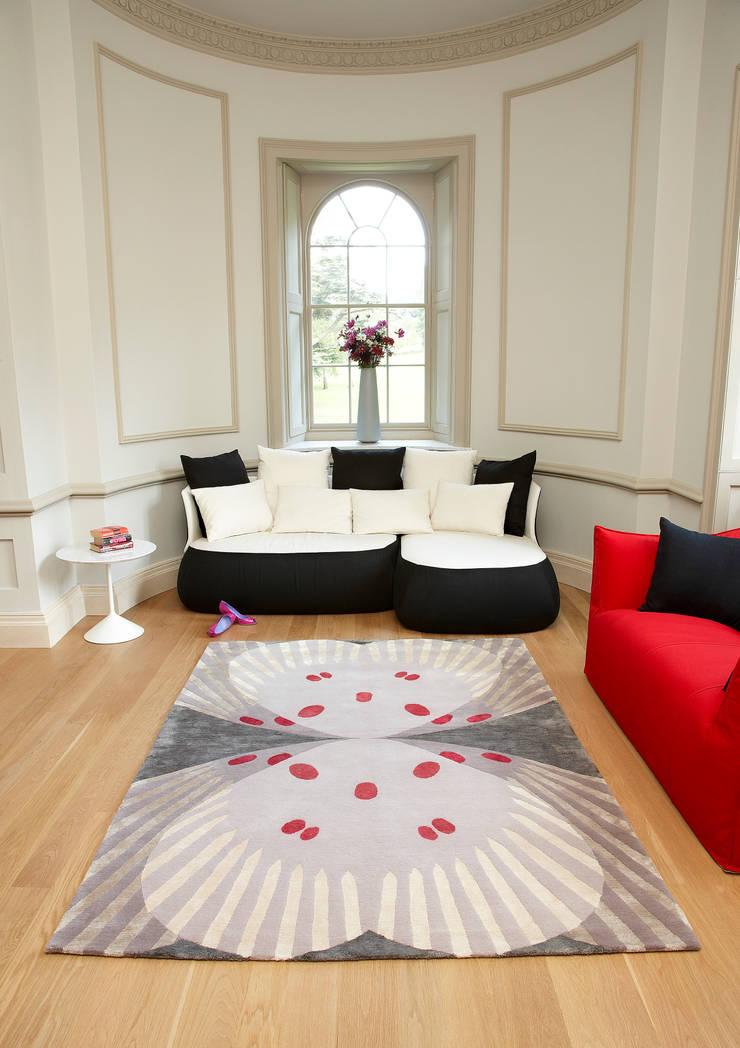 Deirdre Dyson FARFALLA hand knotted wool and silk rug:  Living room by Deirdre Dyson LLP, Classic