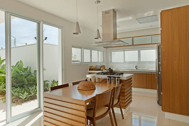 Casa Piracicaba: Cozinhas  por Arquiteto Aquiles Nícolas Kílaris