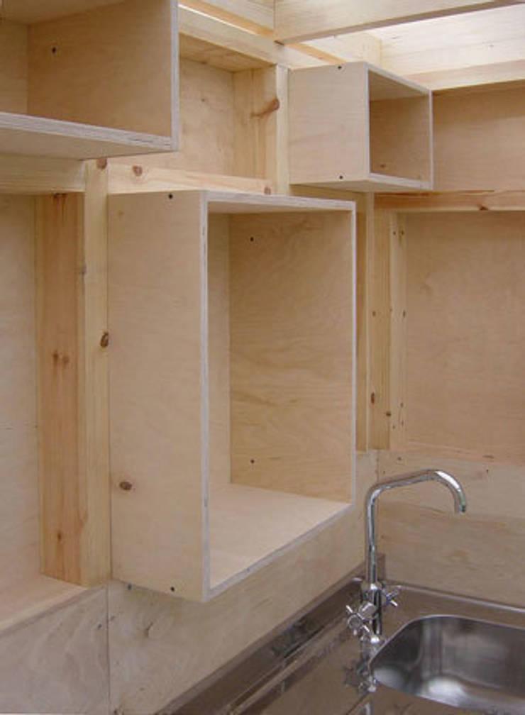 The new Summerhouse:  Kitchen by Ullmayer Sylvester, Minimalist