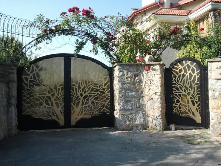 Jardines de estilo  por Teknik Metal Ferforje