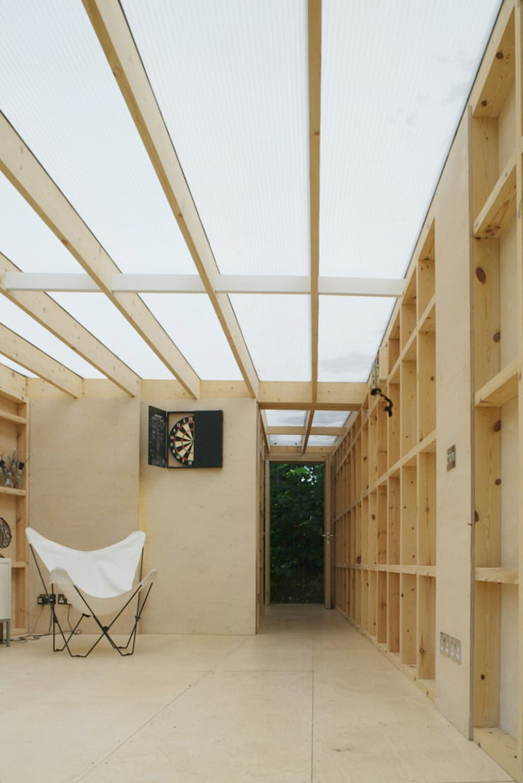 The new Summerhouse:  Living room by Ullmayer Sylvester, Modern