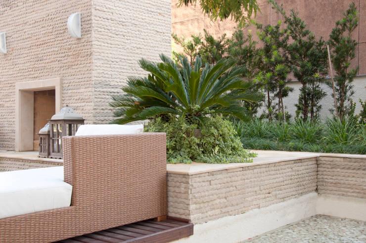 Madero – Goldsztein Cyrela: Jardins  por Tellini Vontobel Arquitetura