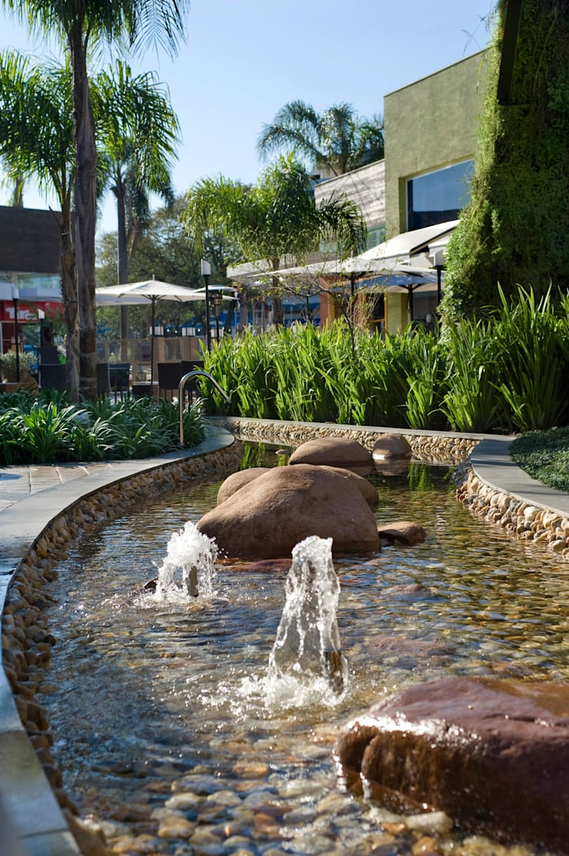 Paseo Zona Sul : Shopping Centers  por Tellini Vontobel Arquitetura