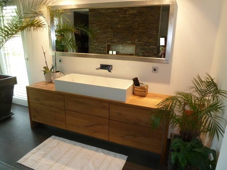 Die Wünsche einer Kundin: moderne Badezimmer von Design Manufaktur GmbH