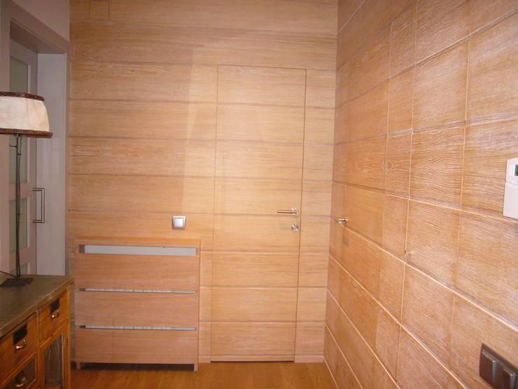 RECIBIDOR: Pasillos y vestíbulos de estilo  de Judith interiors