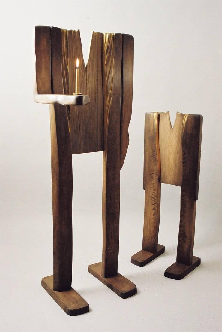 """Rzeżba / Świecznik """" Ludzie lasu """": styl , w kategorii Salon zaprojektowany przez Meble Autorskie Jurkowski"""
