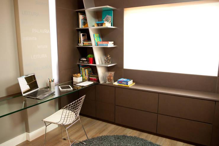 Interiores FF: Gabinete  por Tartan Arquitetura e Urbanismo,