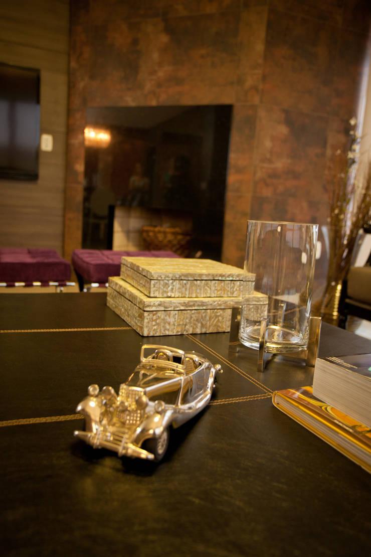 Interiores FF: Sala de estar  por Tartan Arquitetura e Urbanismo,