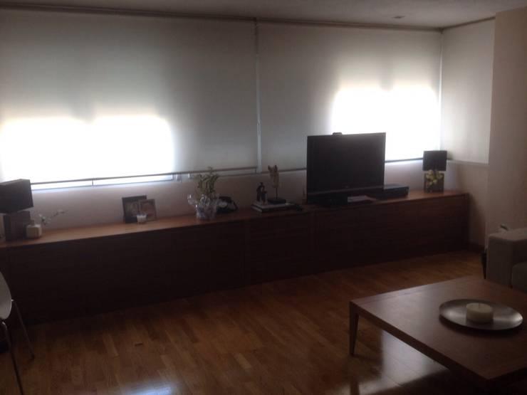 Salón Alcobendas.: Salones de estilo  de Blanc-O Arquitectura de Interiores y Decoración