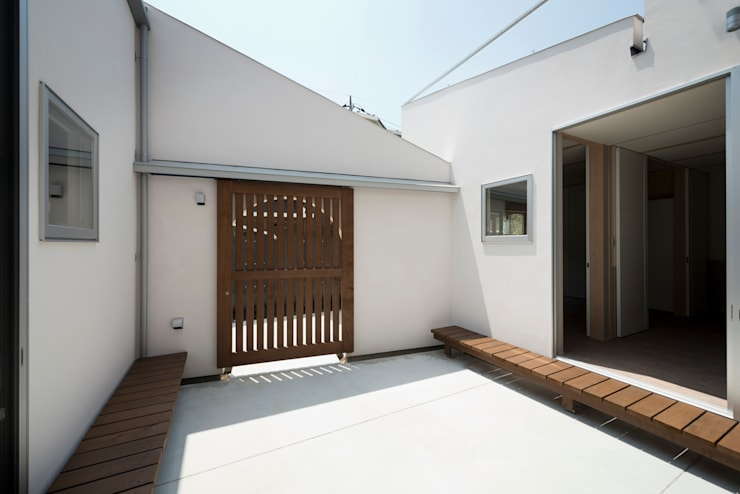 DOG COURTYARD HOUSE: 充総合計画 一級建築士事務所が手掛けた庭です。