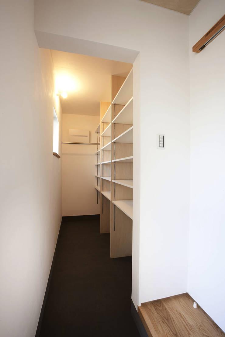 久が原の家: 光風舎1級建築士事務所が手掛けた廊下 & 玄関です。,