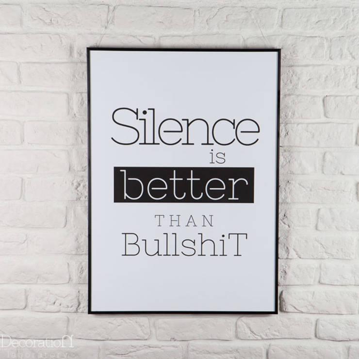 Silence is better than bullshit: styl , w kategorii Ściany i podłogi zaprojektowany przez Decoration Laboratory