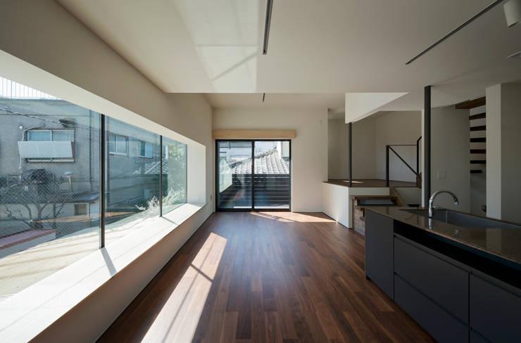 Living room by 充総合計画 一級建築士事務所, Modern