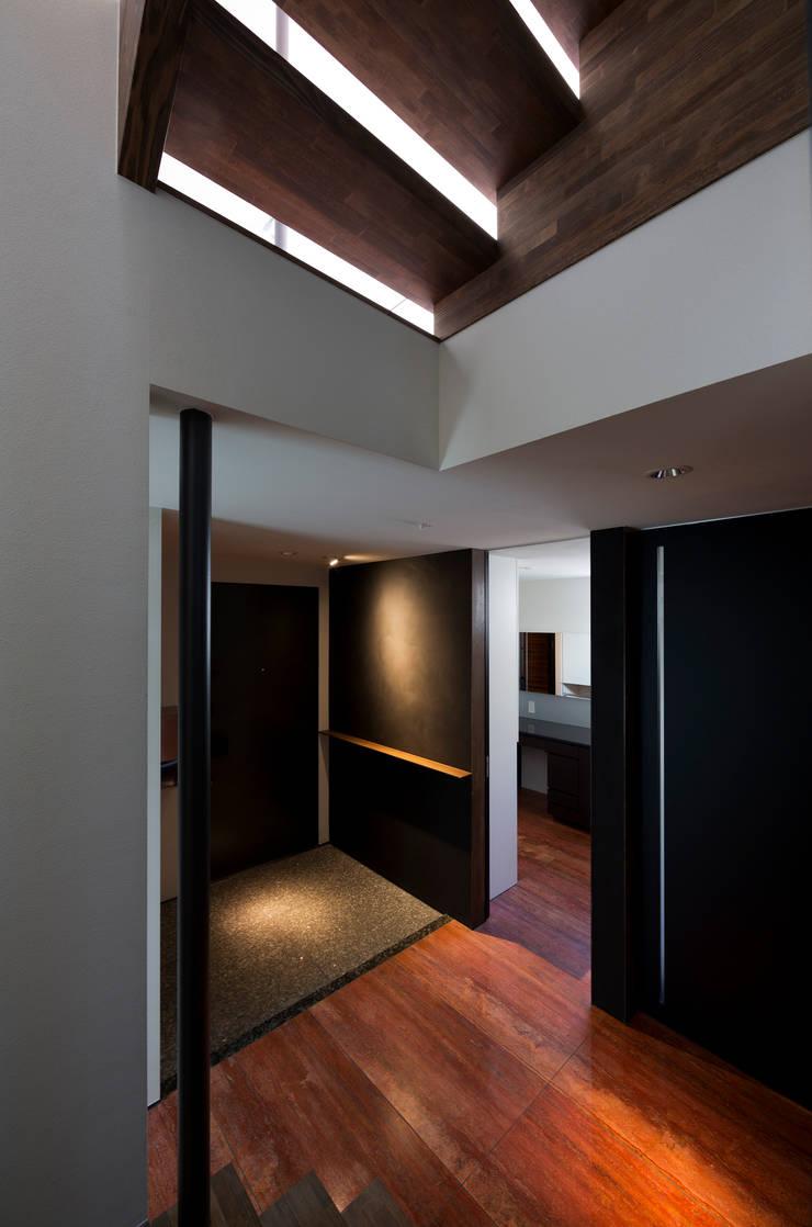 Corridor and hallway by 充総合計画 一級建築士事務所, Modern