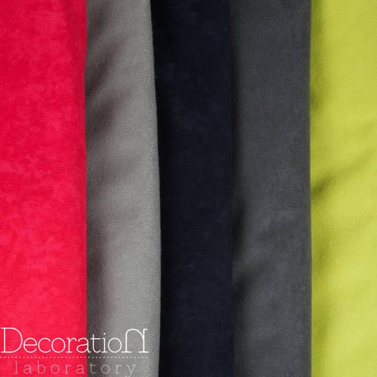 Kolorowe zapętlone – dostępne kolory: styl , w kategorii Salon zaprojektowany przez Decoration Laboratory