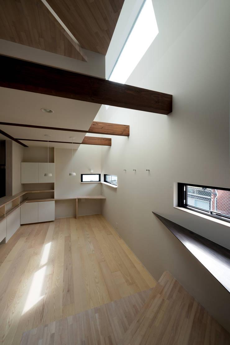 FORT: 充総合計画 一級建築士事務所が手掛けたダイニングです。,モダン