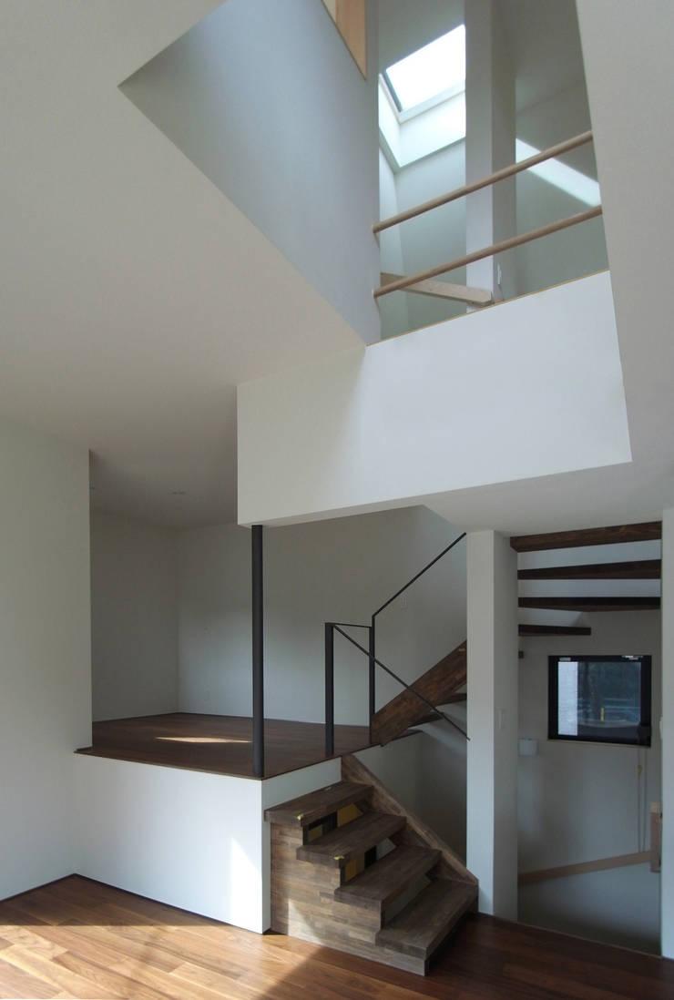 Ruang Keluarga oleh 充総合計画 一級建築士事務所, Modern