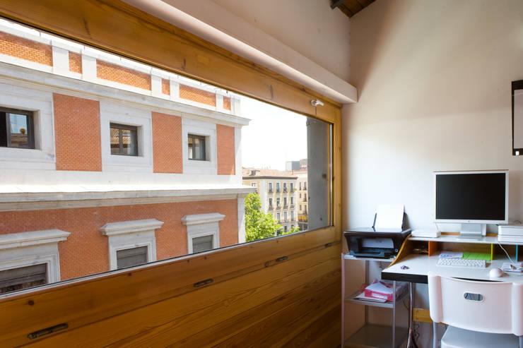 Estudios y oficinas de estilo industrial por Beriot, Bernardini arquitectos