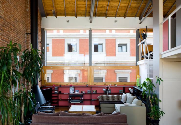 Salas / recibidores de estilo industrial por Beriot, Bernardini arquitectos