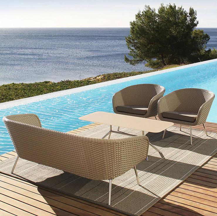 Mobiliario de jardines y exteriores: Piscinas de estilo  de Muebles caparros