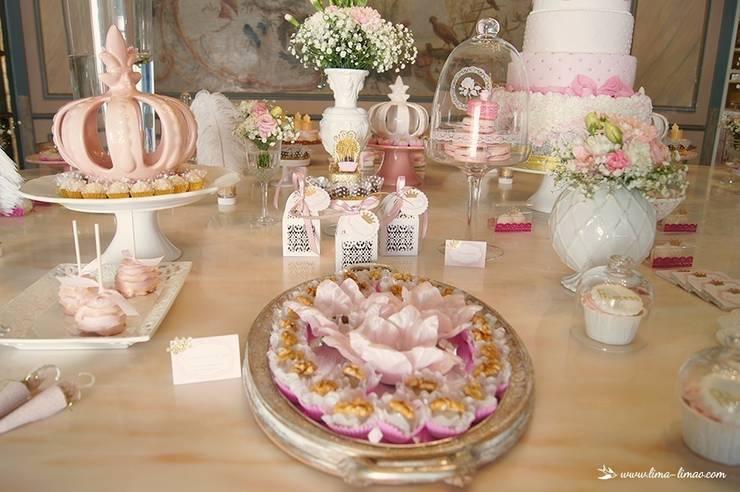 Detalhes da mesa da Princesa Sofia: Sala de jantar  por Lima Limão-  Festas com charme