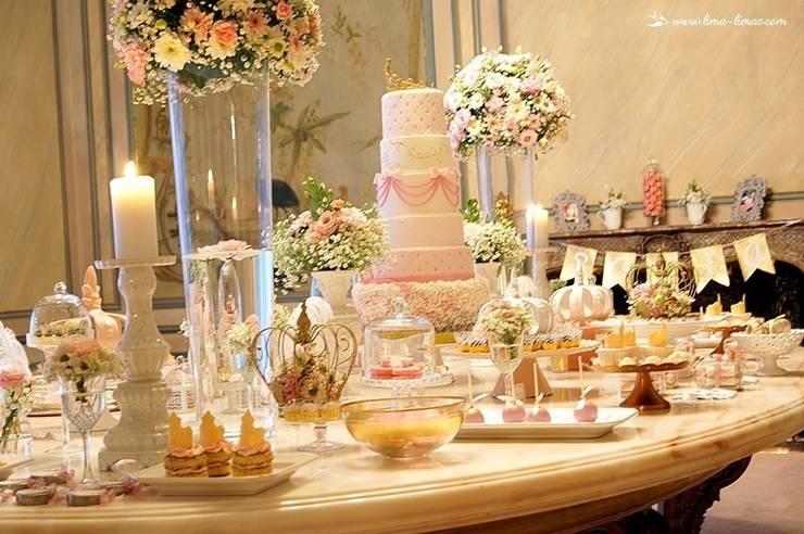 Vista da linda mesa da Princesa Sofia: Sala de jantar  por Lima Limão-  Festas com charme